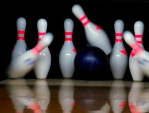 bowling-pins-balls-1510134-l